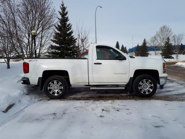 """Added a 2.25"""" Leveling kit and went to18"""" rubber from the stock 20"""""""