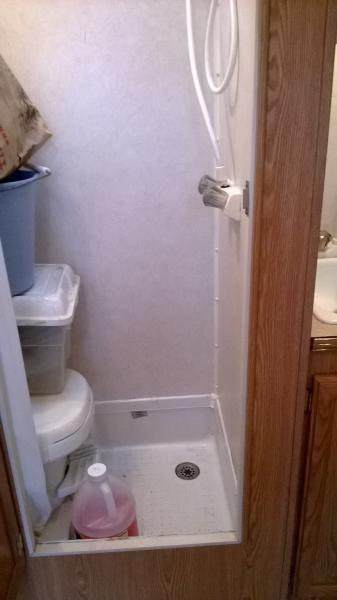 wet bath with power ceiling fan
